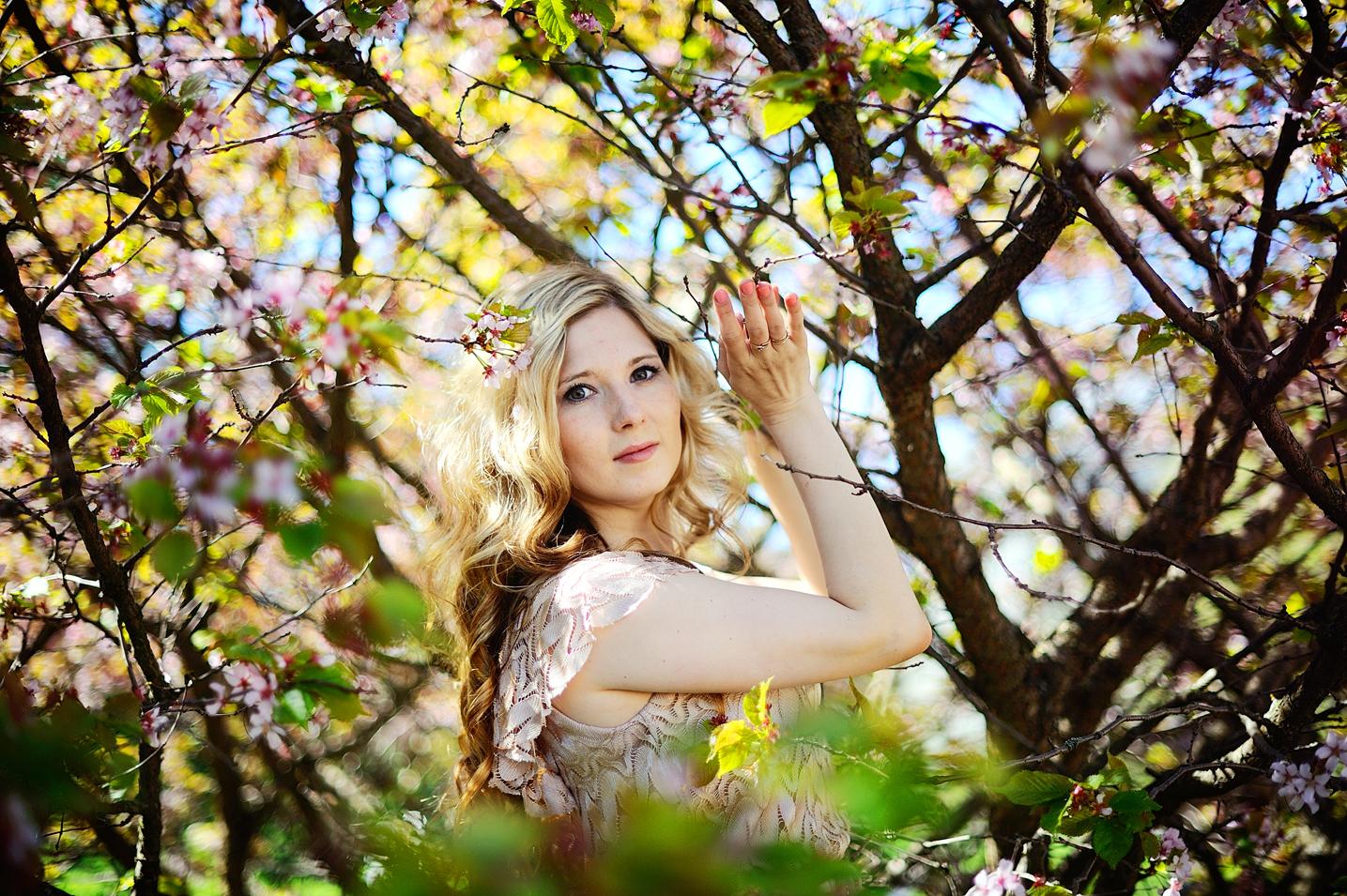 Фотосессия в СПб цветущем саду